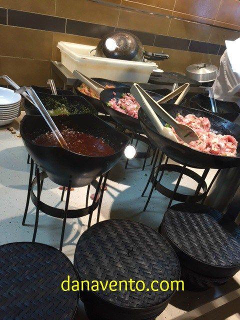 Carnival Sunshine, Ji Ji Asian Kitchen, mongolian wok, fresh, #foodblog #travelblog #cruisefood, made to order, lines, dining, lido marketplace, sampler, foodie, restaurant, dana vento, carnival