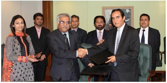 """""""PTCL signs MoU with WWF to reduce carbon footprint"""""""