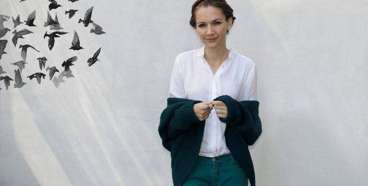 Combineer voor de koudere dagen, die echt weer gaan komen, je witte blouse met een heerlijk OSI vest.