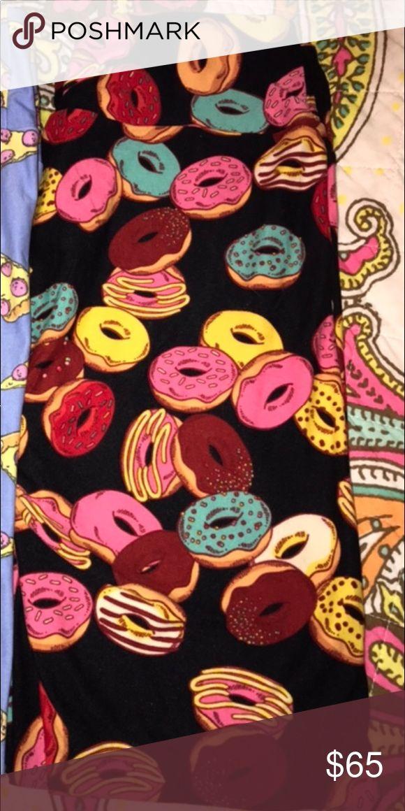 New lularoe donuts leggings os 🍩 Brand new lularoe donuts leggings os. No trades. I paid way above retail and never wore them. Smoke free pet friendly home LuLaRoe Pants Leggings
