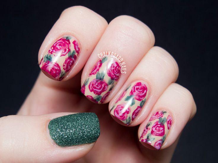 unhas florais rosa e verde