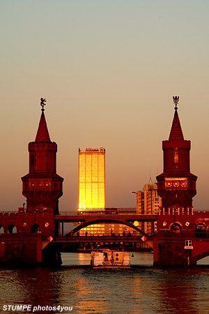 Oberbaumbrücke  -   Berlin Fotografie . Berlin Fotograf . Fotos Berlin . Bilder Berlin . Bildarchiv . Stockphotos .................
