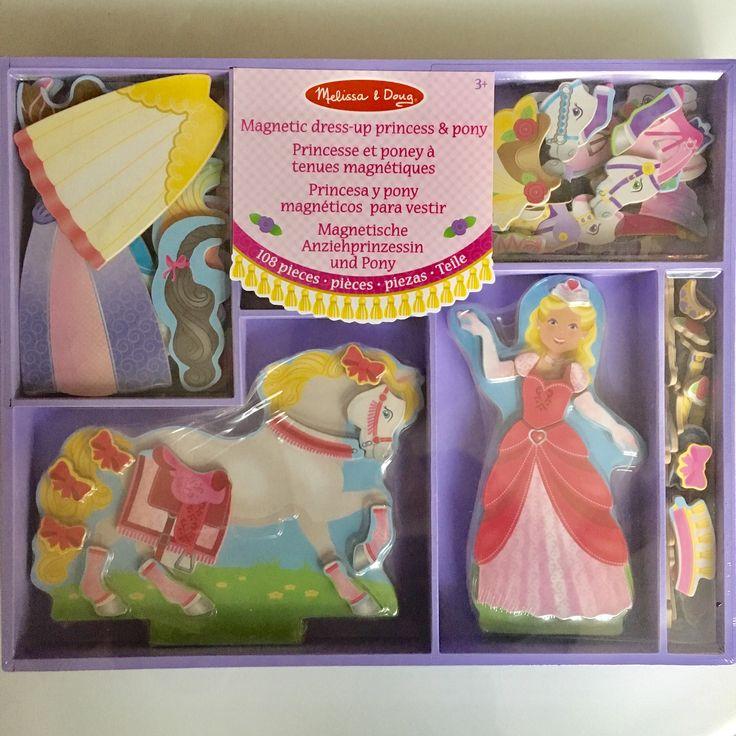 Kleed je prinses op het witte paard maar mooi aan. Leuke houten speelset.