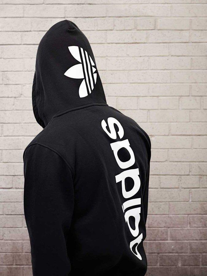 Adidas Originals presenta su lookbook primavera verano 2014. Con guiños a Africa la colección Adidas Originals viene llena de color.