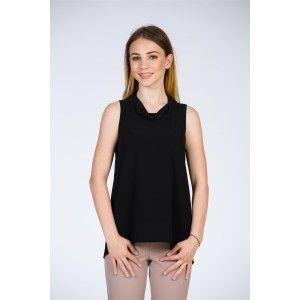 Topul negru din voal, cu șliț la spate și guler răsucit poate fi asortat atât la ținute casual, cât și office sau elegante. Este confecționat dintr-un…