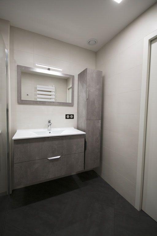 Une salle d\u0027eau simple et fonctionnelle avec pour élément principal