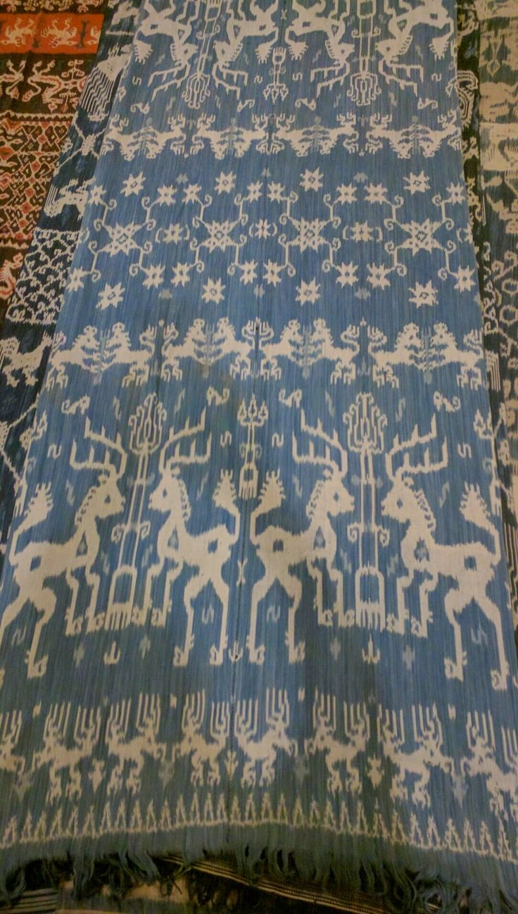 Another lovely old Sumba hinggi from the trip. #ikat #indigo #indigoikat #ikatindigo www.kulukgallery.com