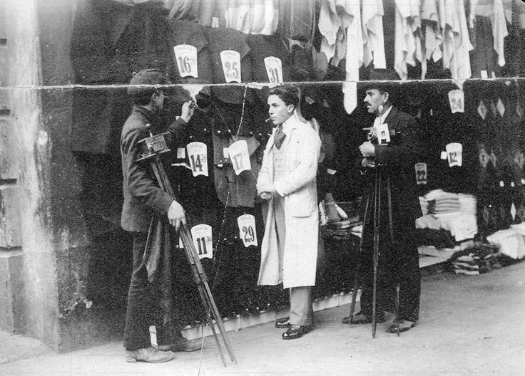 1916 Bs. As., Venta callejera de trajes económicos marca 'Ilusión'