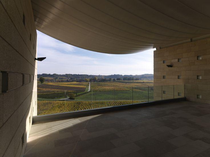 Le château Faugères vous accueillera lors d'une visite afin de vous faire découvrir son vignoble. Réservez sur Wine Tour Booking