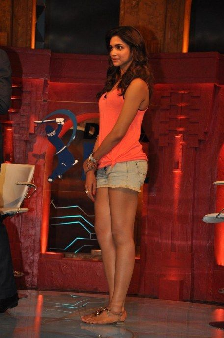 Ffz Zx Deepika Padukone On la Sets de Extraaa Innings Ipl For Promotion de Film Cocktail en Rk Studios In Mumbai imagen Cocktail