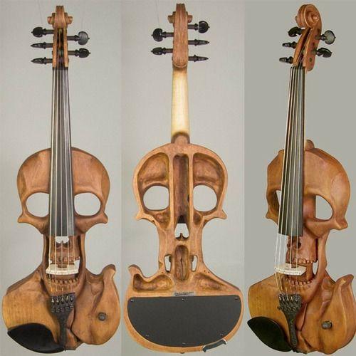 eitodos: Quem gosta de violinos e design de caveiras, vai se apaixonar pelo modelo Elétrico Stratton Skull 5.  É esculpido em madeira non formato de um Enorme crânio, o que um garante visiva absolutamente único.
