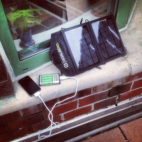 Découvrez le Top 5 des meilleurs Chargeur Solaire Portable en 2016. Quel est le meilleur chargeur solaire portable en 2016? Quel chargeur solaire a les meilleurs avis? Quels sont les meilleurs chargeurs solaires en 2016?