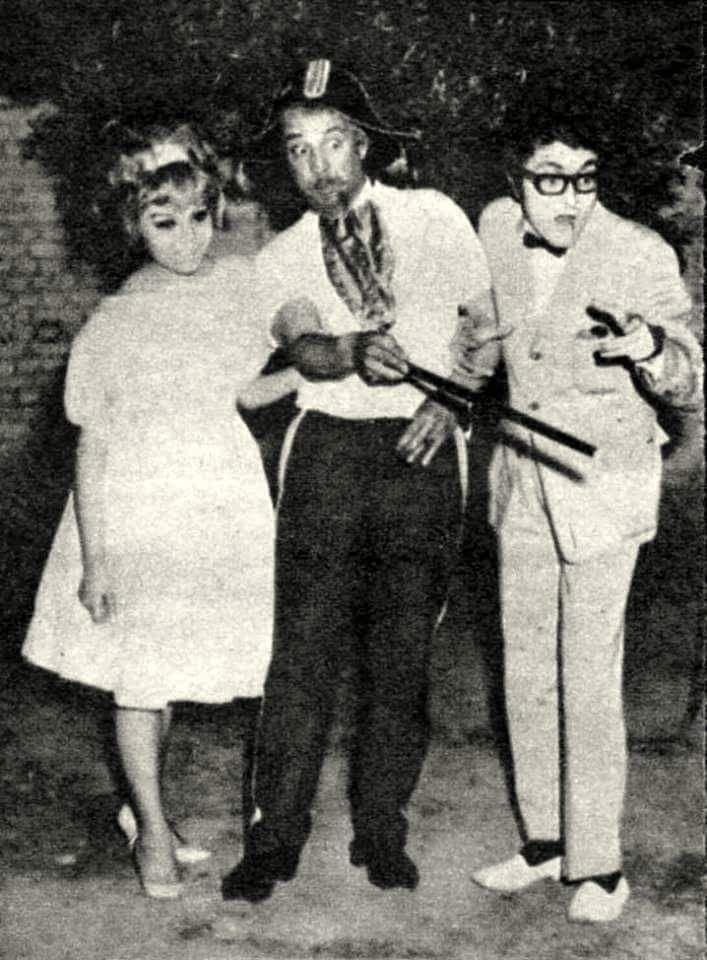 """İstanbul, 1965 """"General Çöpçatan"""" #tiyatro oyunundan bir sahne: (sağdan): Cem Karaca, Münir Özkul, Semra Uçbay."""