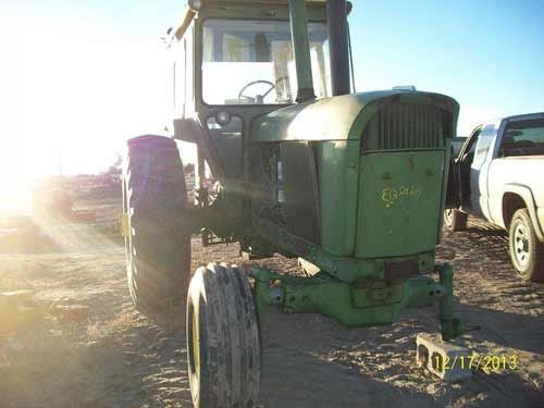 John Deere 4520 tractor - salvaged for used parts. Call 877-530-4430 for parts or www.tractorpartsasap.com