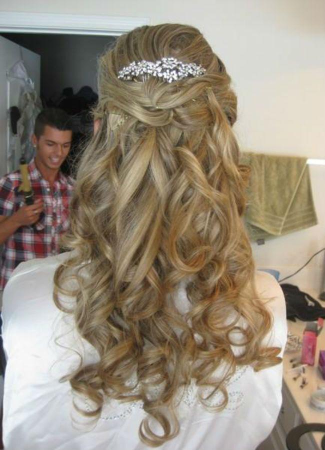 http://www.sephablog.com.br/cabelo/penteados-para-noivas-e-madrinhas/