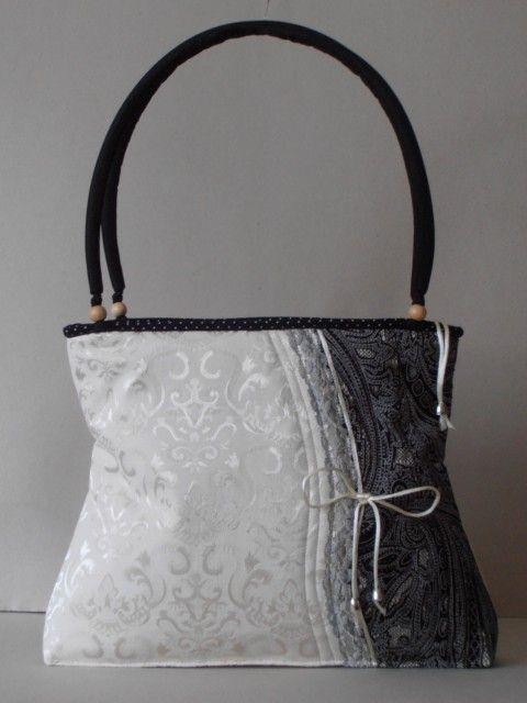 Pamutbrokát, fekete-fehér nõi táska, csipke betéttel