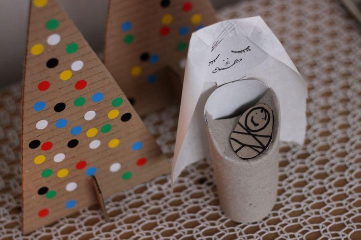 jednoduché stromečky z kartonu a Marie s děťátkem z ruličky od toaletního papíru - super nápad