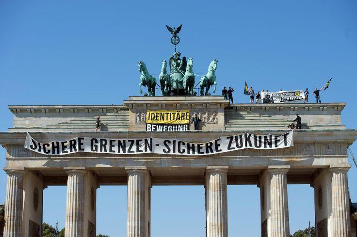 Bild zu Identitäre Bewegung, Brandenburger Tor, Bundesamt