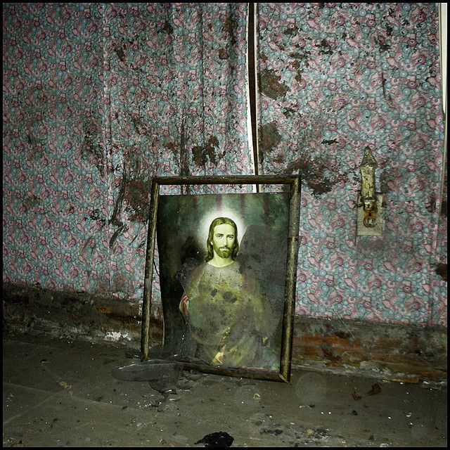 In a flood-damaged house, New Orleans, USA © 2006
