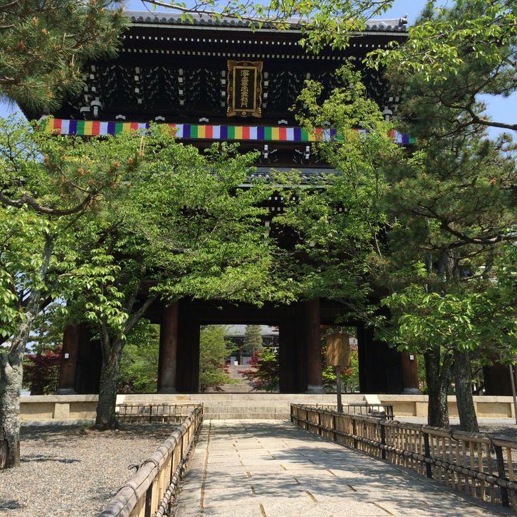 京都・くろ谷「金戒光明寺」わたしにとっては「鴨川ホルモー」決戦の場。 この映画を観ると、京都の大学に行きたかった‼︎そしてホルモーやりたかった‼︎と駄々こねたくなります。
