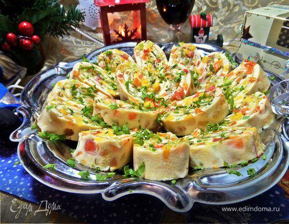 Яичный рулет с сыром «Мозаика». Ваше утро будет по-настоящему ярким, если подать на завтрак яичный рулет с аппетитной начинкой. Сладкая кукуруза, сыр и свежие томаты. Объедение! #готовимдома #едимдома #кулинария #домашняяеда #рулет #яичный #сыр #мозаика #начинка #завтрак #омлет #сытно #вкусно #утро
