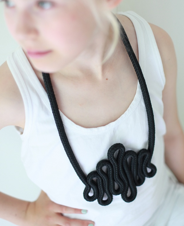 rope: Accessories Inspiration, Diy Necklaces, Ropes Necklaces, Diy Jewellery, Diy Jewelry, Diy Accessories, Cords Necklaces, Collars Sencillo, Art Crafts Diy