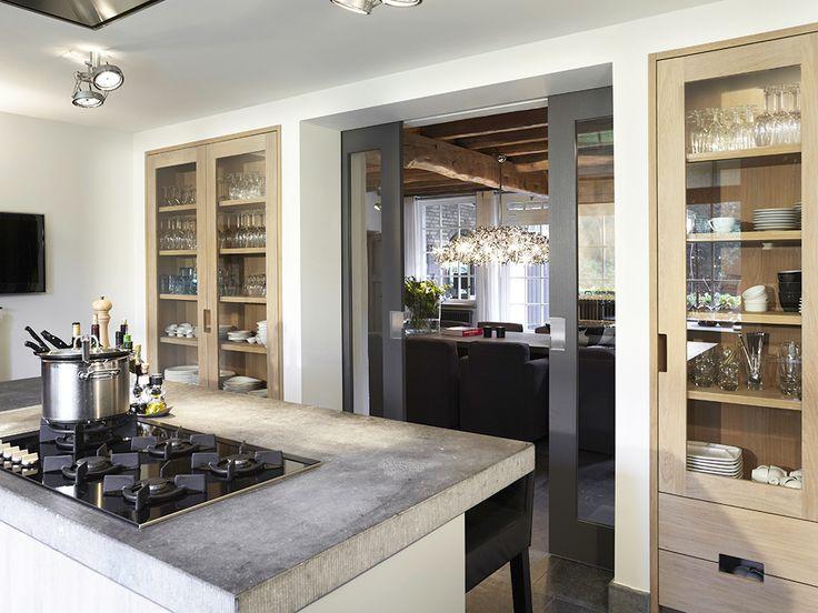 Mooie scheiding tussen keuken en woonkamer