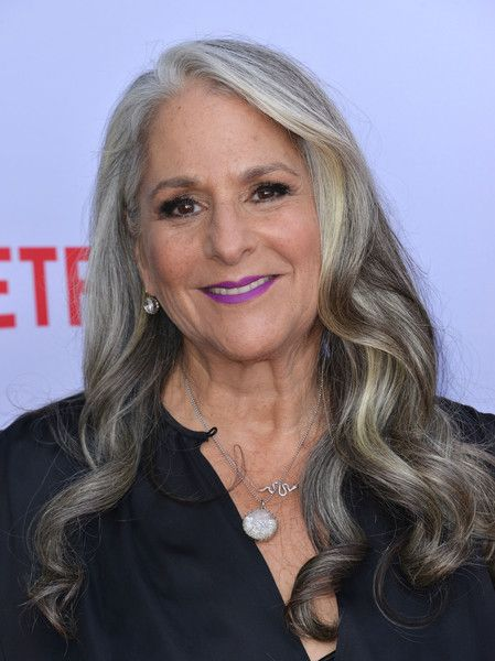 Marta Kauffman attends the Season 2 Premiere of Grace and Frankie in Los Angeles, California, on May 1, 2016. / AFP / CHRIS DELMAS