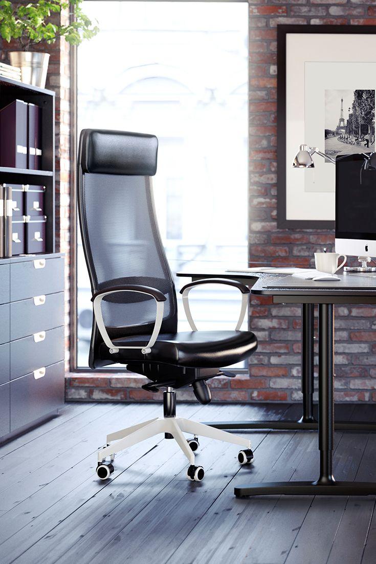 Assis ou debout, laissez venir l'inspiration grâce au bureau BEKANT réglable en hauteur.