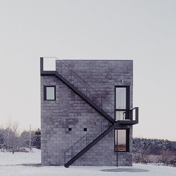 Simon Ungers \ 'Cube House', 2001, Ithaca.       Located in a field in the gently rolling rural landscape of upstate New York, outside the academic city of Ithaca, this simple cube-shaped building was designed as the first stage of a house. Built from precast concrete blockwork, its monolithic form and lack of ornament challenges the distinction between sculpture and utility.