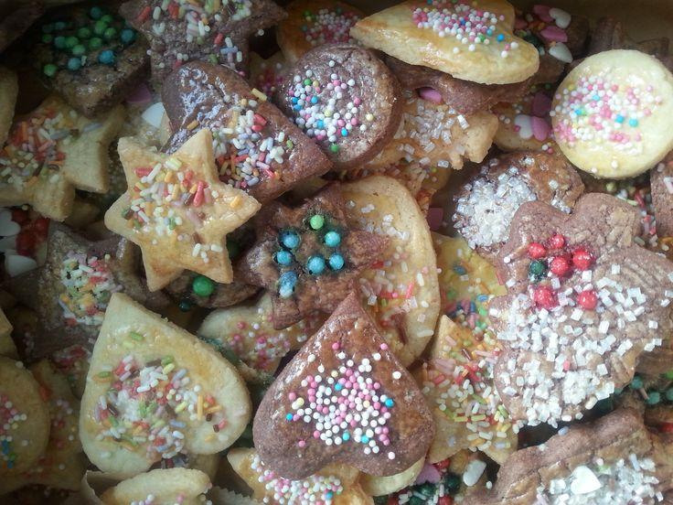 Weihnachtszeit = Plätzchenzeit! Hier ein einfaches Rezept, was super lecker schmeckt: http://www.grosseltern.de/tipps-und-tricks/alltagstipps/weihnachtsplaetzchen-backen-mit-dem-enkel/