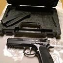 CZ 75 SP-01 SHADOW 9mm: Prodam CZ 75 sp-01 shadow raze 9mm luger. Pistole je v TOP stavu, nikdy nenosena, z pistole vystrileno cca 100 ran. Zakoupena 8/2014. K pistoli je original kufrik, 3x zasobnik a navic tritiova miridla (na pistoli jsou original miridla). ZP a nakupni povoleni nutnosti.tel.:608323224, e-mail lubomir.kubanik@seznam.czhttps://s3.eu-central-1.amazonaws.com/data.huntingbazar.com/8549-cz-75-sp-01-shadow-9mm-pistole.jpg
