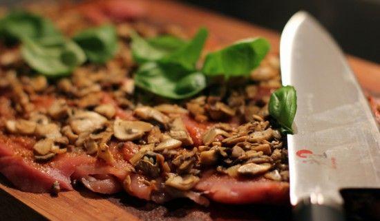 """Italiensk-inspireret """"Pork Wellington"""" med glaserede grøntsager"""