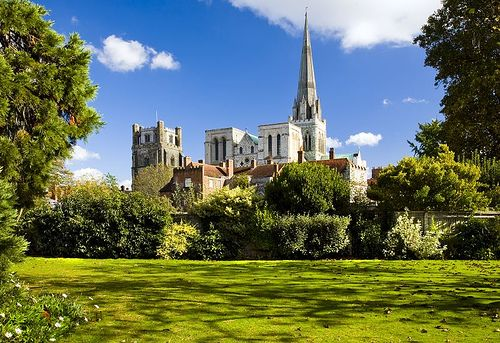 Chichester Cathedral photo: http://www.ilovesussex.com/sitebuildercontent/sitebuilderpictures/Chichester_Cathedral2.jpg