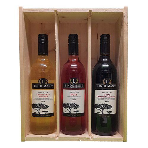Quality Fruit Baskets. X 3 Lindemans Zuid Afrika 4  Chardonnay en Viognier Chardonnay is in deze wijn gemengd met viognier. Die voegt frivole aroma's toe waardoor de zachte, ronde wijn een frisfruitige lift krijgt. Voor zo en aan tafel. Smaak: Vol Druivenras: Chardonnay, Viognier Land/Streek: Zuid-Afrika, Westkaap Lekker bij: Zalm, Kip & kalkoen / Rosé Lindeman's maakt ook wijn in Zuid-Afrika, zoals deze sappige rosé. Met de verfrissende smaak van rood fruit. Lekker voor zo en bij de…