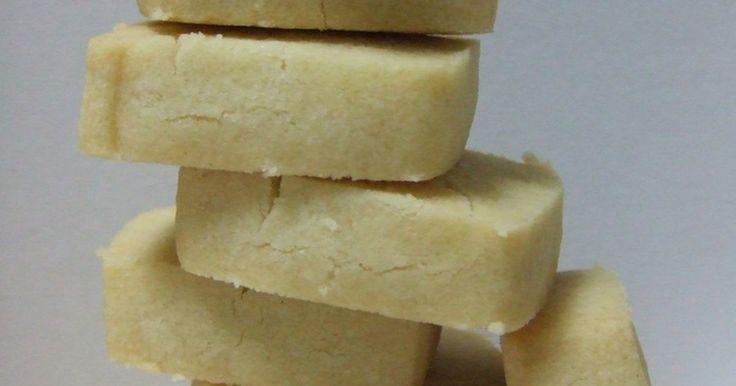 エクストラバージンオイルのフルーティーな香りが楽しめる厚焼きサブレ。ほろほろとした食感でちょっぴり塩味が効いています。