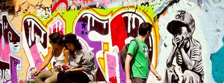 Berlín capitula ante los pisos turísticos en plena burbuja inmobiliaria  ||  La capital alemana, dotada de una amplia red de alojamientos de alquiler vacacional, aprobará este año un reglamento que autoriza los pisos de plataformas comoAirbnbpese a que quiso prohibirlos en 2016La gentrificación está cambiando la población de barrios enteros a marchas…