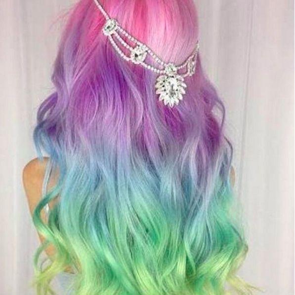 Se ti piace l'arcobaleno non solo tra i capelli scopri Rainbow, i trend di Instagram con i colori dell'arcobaleno per capelli e make-up  -cosmopolitan.it