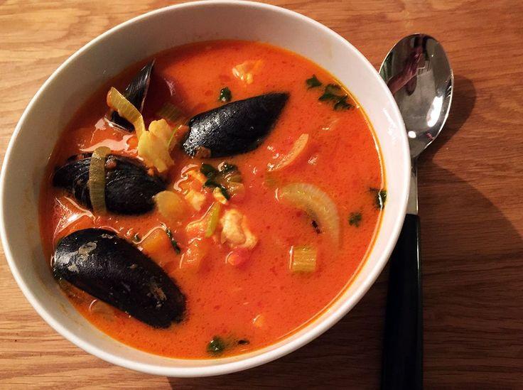 Soppa är gott. Het thaisoppa med ingefära, chili och vitlök. Lyxig fisksoppa för många med lax, torsk, musslor, tomat, saffran, vitt vin och aioli. Recept