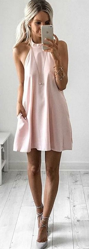 I have a couple halter dresses like this I really like the way that they hang on me and I think they are super cute