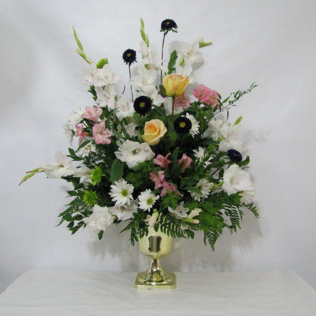 White Flower Arrangements Wedding Altar: 17 Best Ideas About Altar Flowers On Pinterest