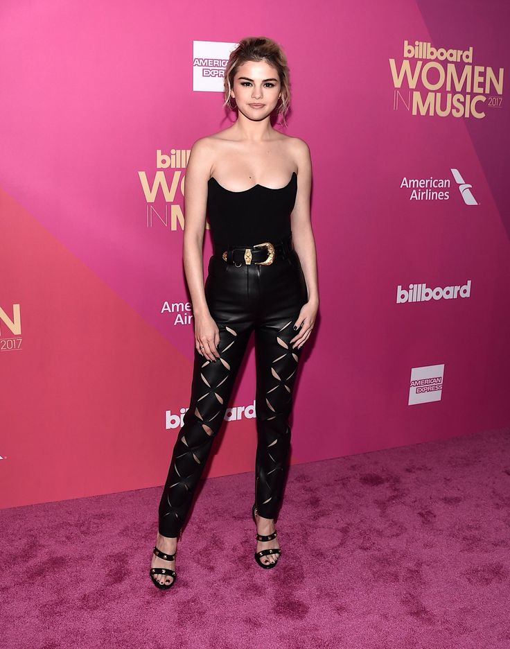 Selena Gomez pink carpet #WomenInMusic