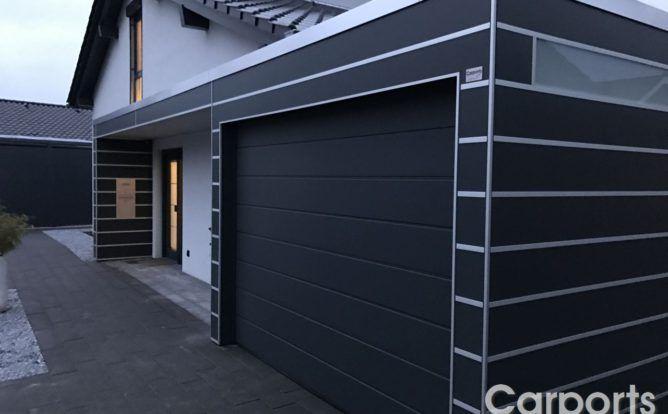 Carport HPL mit Haustürüberdachung und Hörmann Sektionaltor LPU 40