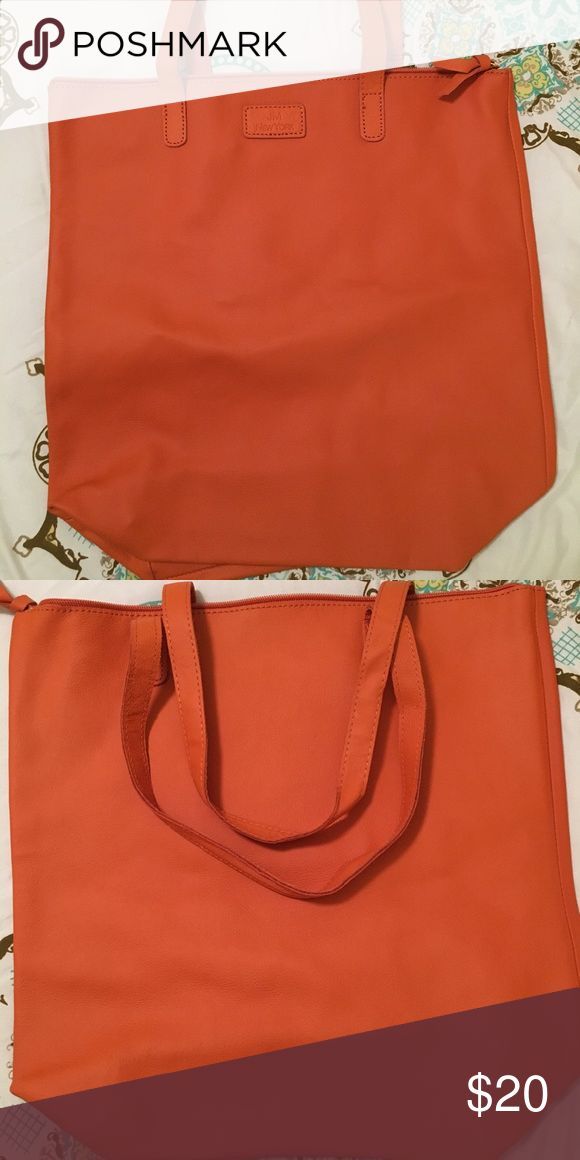 Fall Orange tote bag This is a gorgeous NEVER USED deep orange tote. This bag is perfect for fall. Jones New York Bags Totes