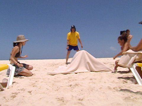 Criss Angel: Mindfreak - Beach Trick; http://caughtontheweb.blogspot.com/2014/05/beach-magic.html