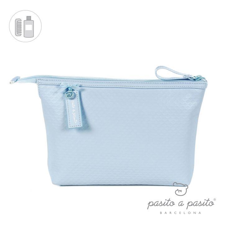 Lichtblauw toilettasje van het Spaanse merk Pasito a Pasito.