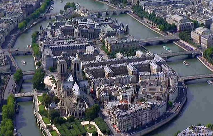 île de la Cité - the foreground shows the part of the island belonging to the 4eme, until the Palais de Justice. First is le square Jean XXIII and Notre-Dame. To the right is l'Hotel Dieu. La rue d'Arcole passes by Notre-Dame and extends to the left by the Pont au Double, and to the right by the Pont d'Arcole. La rue de la Cite passes le l'esplanade de Notre-Dame and l'Hotel Dieu, extending to the left by le Petit Pont, and to the right by le pont Notre-Dame..