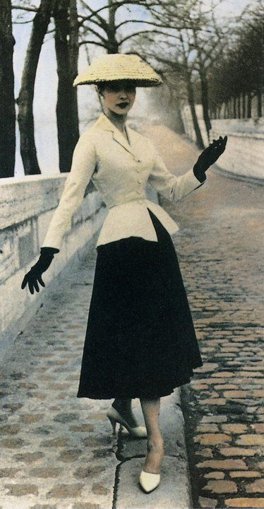 """Christian Dior's """"New Look"""" suit, 1947"""