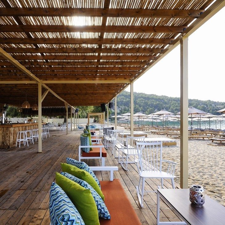 ARCHISEARCH.GR - RIVIERA BAR IN CHALKIDIKI FEATURES A NEW MODERN / SKARLAKIDIS ARCHITECTURE STUDIO +…