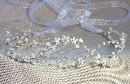 Купить или заказать Веночек для невесты 4 в интернет-магазине на Ярмарке Мастеров. Очень нежный веночек для прически невесты. Очень лёгкий, ажурный, пластичный. Может крепиться с помощью невидимок/шпилек или ленточек-завязок. Ленточки идут в комплекте. Подойдёт невесте и с длинными, и с короткими волосами.